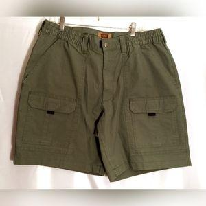 NWT Men's 42/9 Foundry Cargo Style Shorts